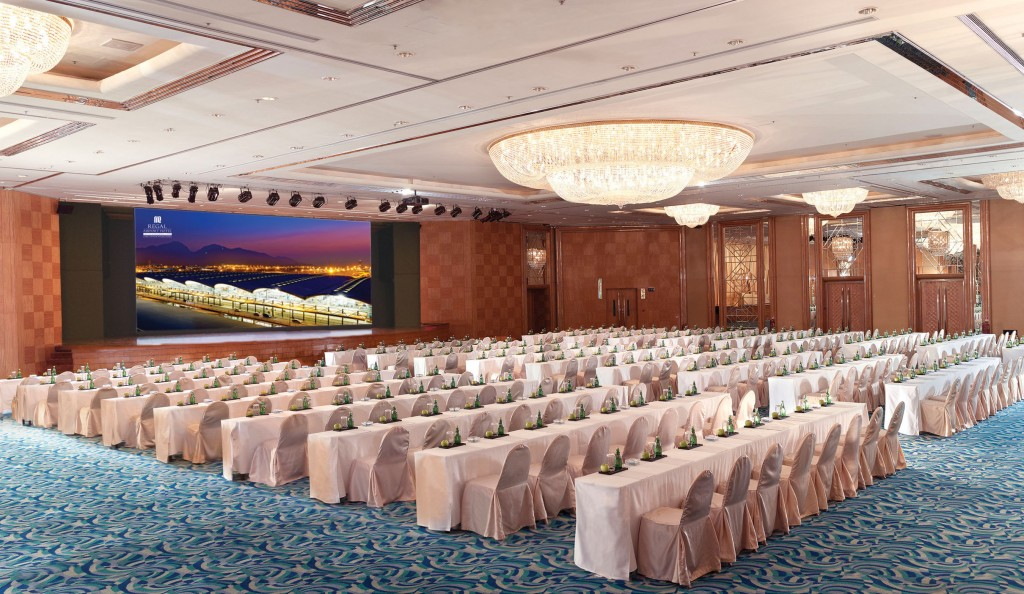 Regal Airport Hotel features one of the largest pillar-free hotel grand ballrooms in Hong Kong.