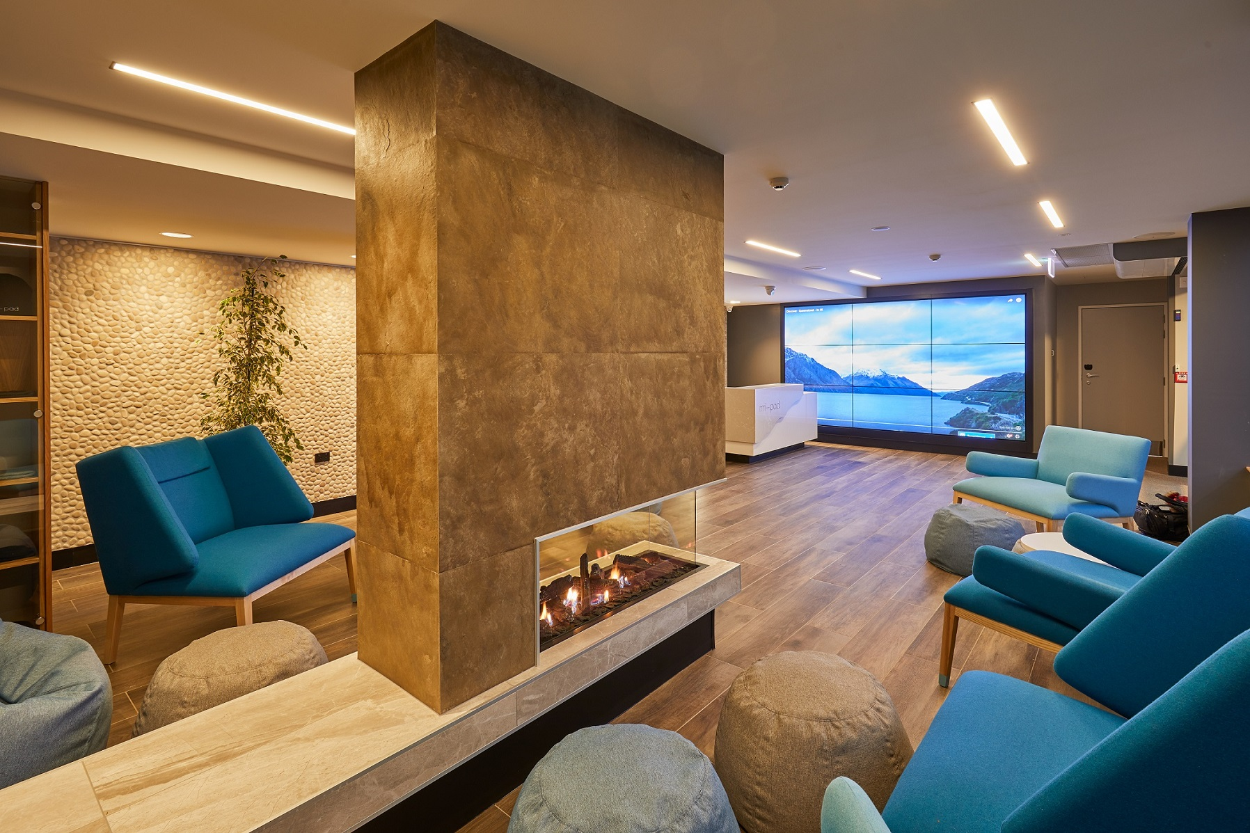 2-mi-pad-queenstown-lobby-featuring-fall-to-ceiling-social-wall