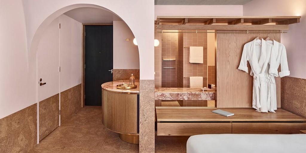 the-calile-hotel-brisbane-bedroom-02-2018-1230x615.jpg__1230x615_q85_crop_subsampling-2_upscale